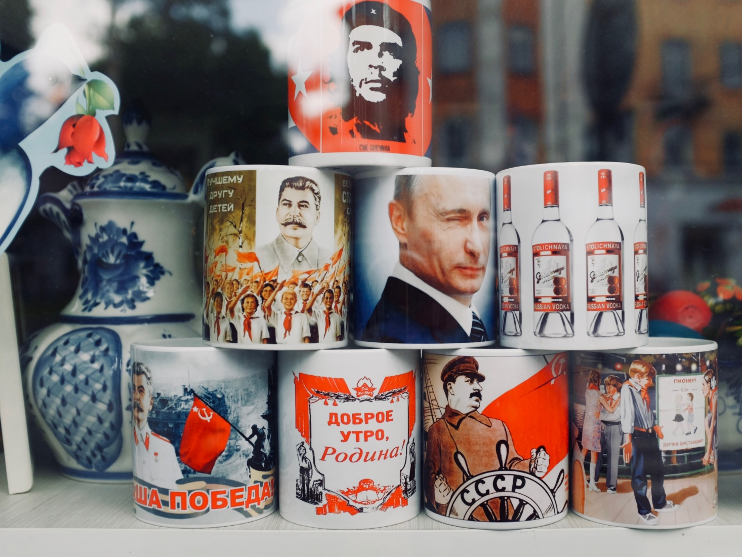 Souvenir mugs in Kaliningrad, Russia, featuring Stalin, Vladimir Putin, Che Guevara, and others.