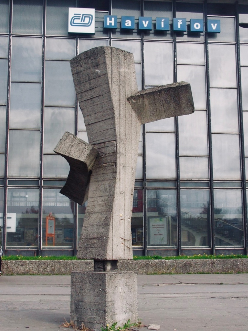 Abstract brutalist statue by sculptor Václav Uruba (1928-1983) dates from 1969 and stood in front of the Havířov station until 2014. It had fallen into disrepair but was saved at the last minute by civic initiative. It now stands at the National Heritage Institute (NPÚ), in Ostrava, Czech Republic. Courtesy photo.